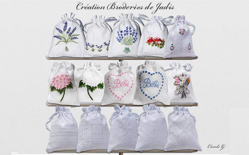 BRODERIES DE JADIS Coussin parfumé Senteurs Fleurs et Senteurs  |