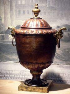 Terra Di Siena - têtes de lions - Vase Couvert
