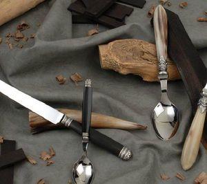 Sauzede- Touly - guirlande et sequins - Couverts De Table