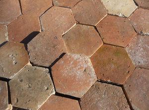 VESTIGES DE FRANCE - tomette ancienne - Carrelage De Sol Terre Cuite