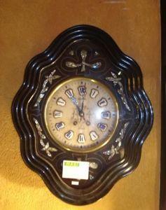 Jacque's Antiques - oeil-de-boeuf - Horloge Murale