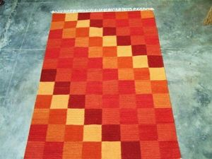 Red Rugs -  - Tapis Contemporain
