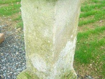 antiquites materiaux anciens deco de jardins - ancienne colonne en pierre calcaire - Colonne