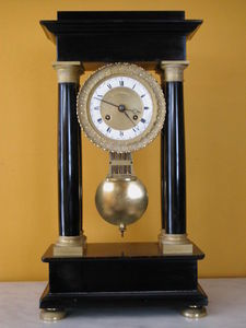 LA CONGREGA ANTICHITA' - orologio in marmo - Pendule Portique