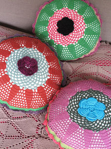 NATHALIE LET� - crochet� - Coussin Rond
