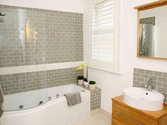 DECO SHUTTERS - volet int�rieur pour salle de bain - Volet Battant Persienne