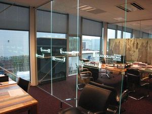 GLASSOLUTIONS France - led in glass - Marche D'intérieur