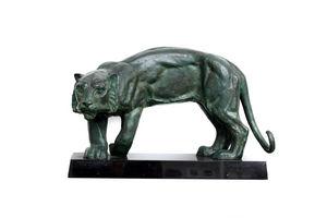 Victor Werner - parading tiger - Sculpture Animalière