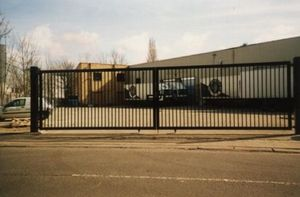 Continental Shutters -  - Portail Coulissant