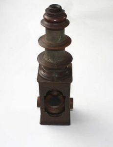 ANTIQUITES LE SAINT GEORGES - microscope en bois - Microscope