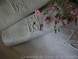Maison du Lin et de la Dentelle (linge-ancien.com) -  - Nappe Et Serviettes Assorties