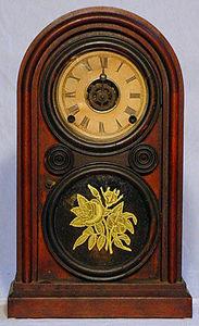 KIRTLAND H. CRUMP - rosewood venetian mantel clock made by elias ingra - Horloge � Poser