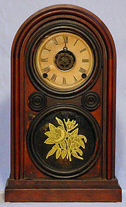 KIRTLAND H. CRUMP - rosewood venetian mantel clock made by elias ingra - Horloge � Poser