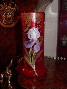 Art & Antiques - vase legras rouge à décor émaillé d'iris - Vase À Fleurs