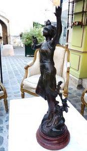 Art & Antiques - femme en régule signé c. bonnefond - Sculpture