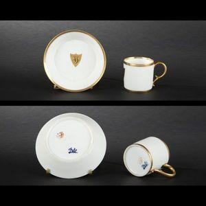 Expertissim - paris, dilh : tasse et sa sous-tasse en porcelain - Tasse � Caf�