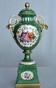 Demeure et Jardin - grande cassolette napol�on iii verte - Vase Couvert