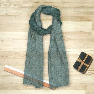 la Magie dans l'Image - foulard plumes de paon grises - Foulard Carré