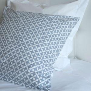 MAISON D'ETE - taie d'oreiller en coton blanc étoiles grises - Taie D'oreiller