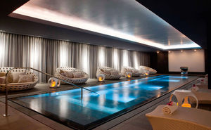 GUNCAST SWIMMING POOLS -  - Spa
