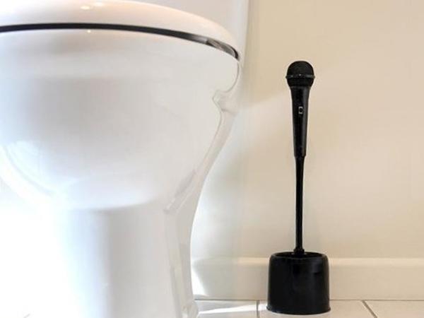 Brosse de toilettes en forme de micro objet deco balayette wc