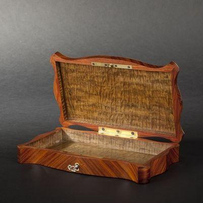 Expertissim - Boite à mouchoirs-Expertissim-Boîte à mouchoirs de forme mouvementée d'époque N