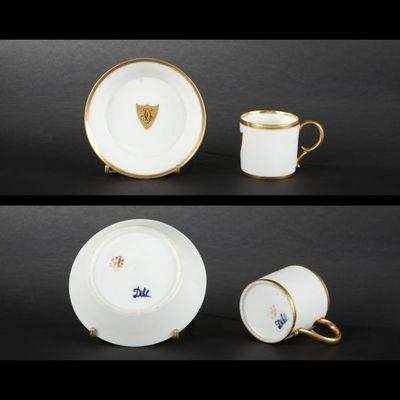 Expertissim - Tasse à café-Expertissim-PARIS, Dilh :  tasse et sa sous-tasse en porcelain