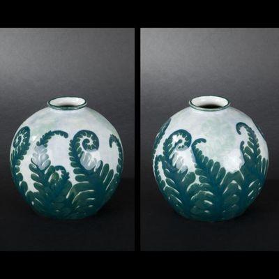 Expertissim - Vase à fleurs-Expertissim-Camille THARAUD. Vase en porcelaine décoré de foug