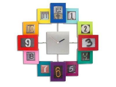 WHITE LABEL - Horloge murale-WHITE LABEL-Horloge avec 12 cadres photos multicolores  deco m