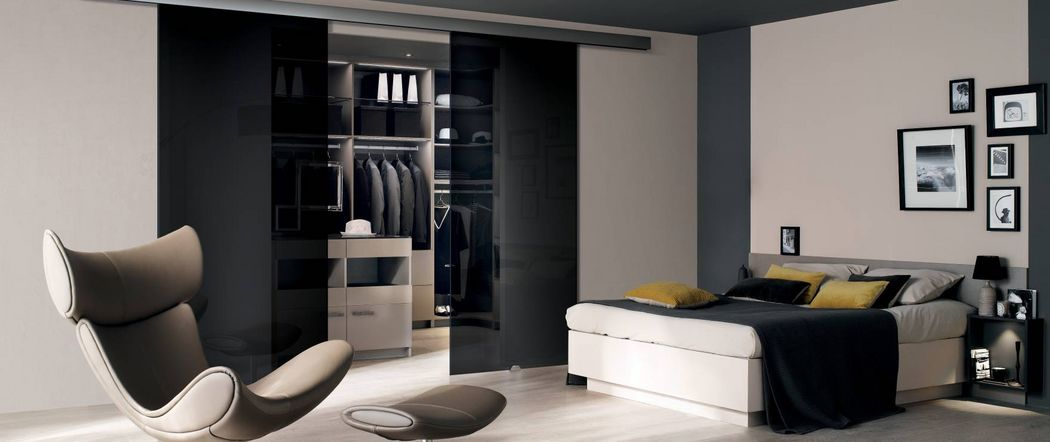 Perene Straight Walk-in Closet Dressing rooms Wardrobe and Accessories  |