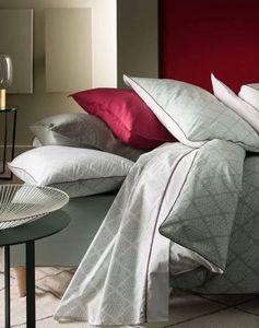 BLANC CERISE - feuillage graphique - Duvet Cover