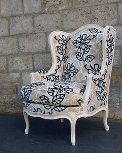 Wingchair with head rest