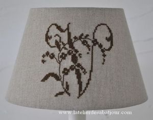 L'ATELIER DES ABAT-JOUR - 20 x13 x13 cm - Embroidered Lampshade