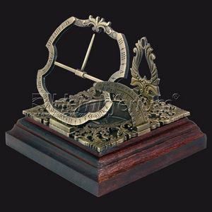 HEMISFERIUM - horloge solaire equatoriale augsburg - Desk Clock