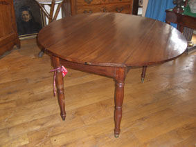 ANTIQUITES THUILLIER - table ronde xix ème - Leaf Table