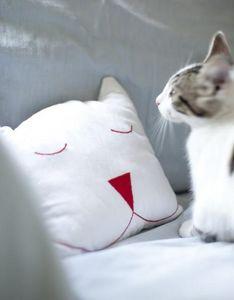 LES TOILES BLANCHES - anselme - Children's Pillow
