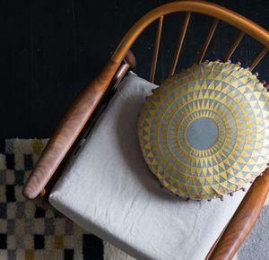 NIKI JONES - concentric - Round Cushion
