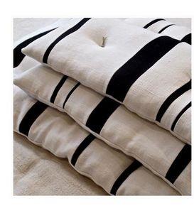 NÛR GALLERY -  - Rectangular Cushion