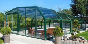 Freestanding pool enclosure