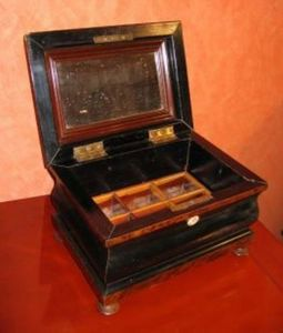 Philippe Pope -  - Sewing Box