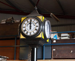 Gillett & Johnston (croydon) - buckingham - four sided street / pillar clock - Outdoor Clock