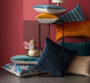 BLANC CERISE -  - Cushion Cover