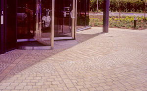 Milner Delvaux - paving setts 1 - Outdoor Paving Stone