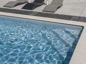 Piscines Magiline - beach - Swimmingpooltreppe