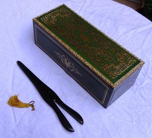 Art & Antiques - boite à gants en marqueterie verte - Guantera
