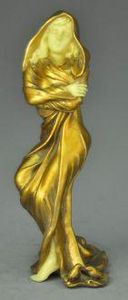 Demeure et Jardin - statuette femme - Estatuilla