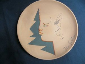 SYLVIA POWELL DECORATIVE ARTS - profil rouge - Plato Decorativo