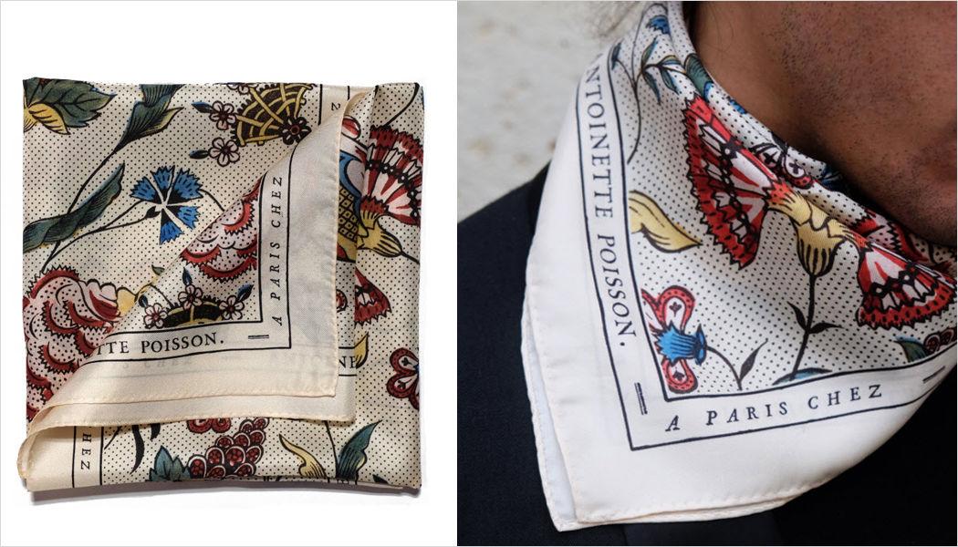 ANTOINETTE POISSON Foulard quadrato Abbigliamento Oltre la decorazione  |