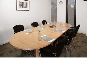 Formula Two (london) - individual flip top tables shown with 'd'ends fo - Tavolo Da Riunione